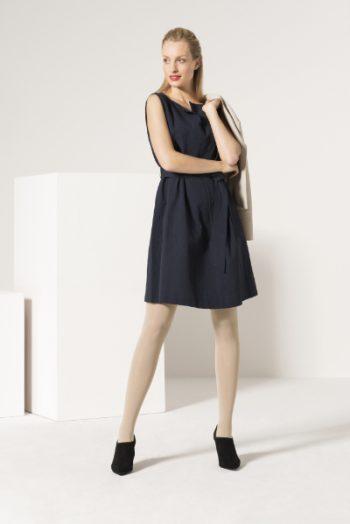 Ofa-Kompression-Frau-stehend